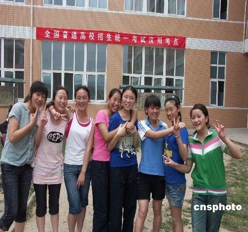 成都龙泉区设立的汶川县唯一高考考点 李杰 摄