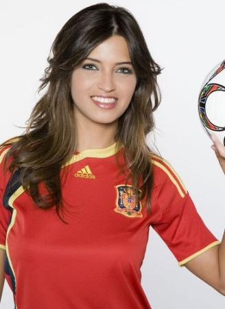 西班牙女主播萨拉-卡沃内罗