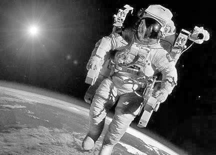 外太空没有地心引力吗