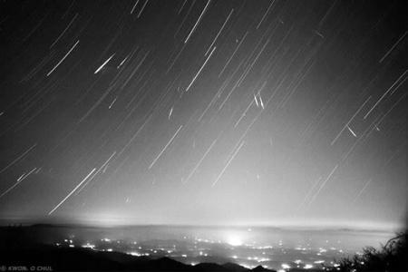 流星发光发热是因为和地球大气层摩擦