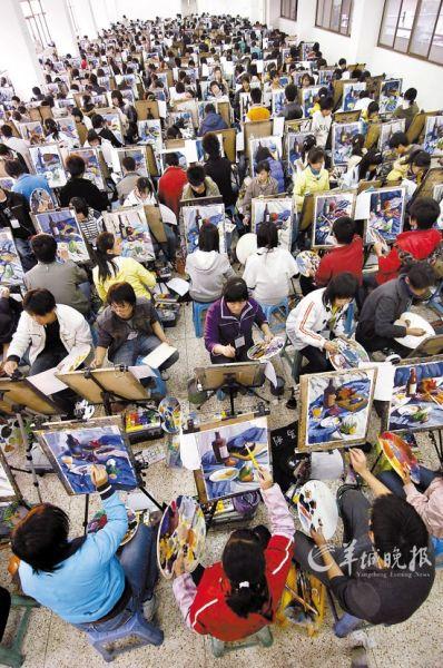 艺考前夕,南京一家画室为学生举行模拟考试 新华社 发(资料图片)
