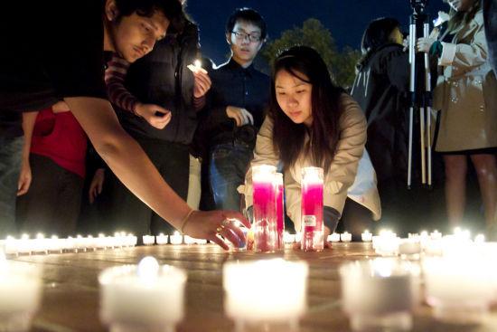 4月11日, 中国上千位留学生自发组织悼念活动。