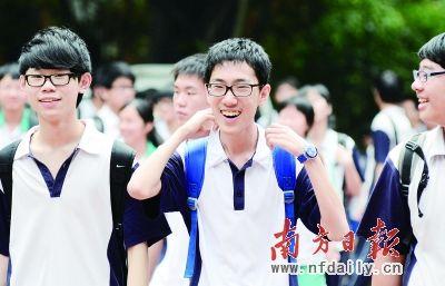 今年示范性高中学位约占总招生计划的1/4,能否上名校成为中考最大的压力来源。王辉 龚名扬 摄