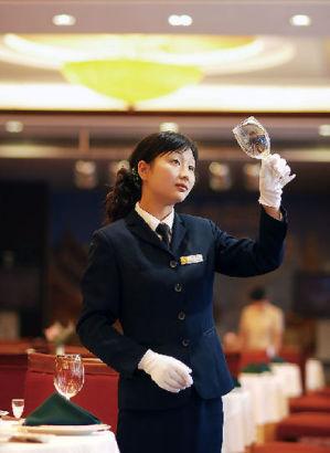 盘点褪色的金饭碗:酒店服务员