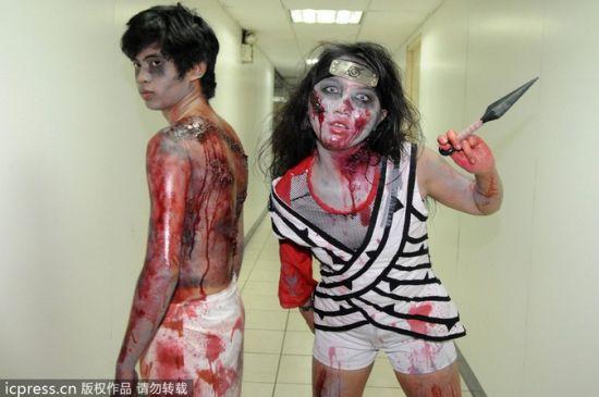 当地时间2013年10月31日,德国埃森,市民打扮成僵尸欢庆万圣节。