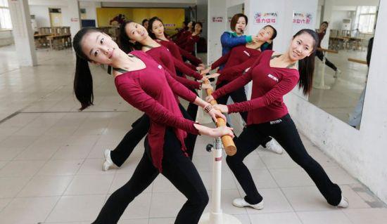 各种舞蹈柔韧训练也很重要