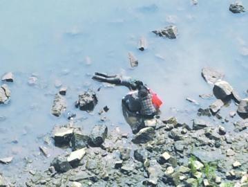 一警方半月内两中学死亡美女介入v警方(图)苏杭街学生拍图片