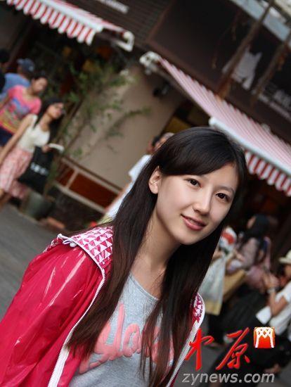 郑州美女留学美国 被当红作家邀做书模