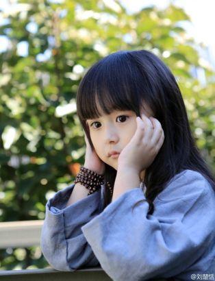 双语:萌萌哒5岁汉服女孩走红(组图)