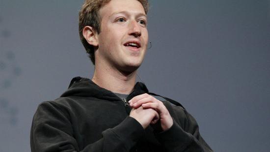 """马克-扎克伯格,马克-艾略特-扎克伯格(Mark Elliot Zuckerberg),美国社交网站Facebook的创办人,被人们冠以""""第二盖茨""""的美誉。哈佛大学计算机和心理学专业辍学生。据《福布斯》杂志保 守估计,马克-扎克伯格拥有135亿美元身家,是2008年全球最年轻的巨富,也是历来全球最年轻的自行创业亿万富豪。"""