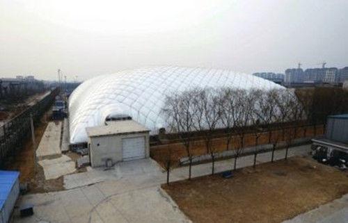 顺义国际学校室内运动馆完全封闭,形似巨大圆顶帐篷。京华时报记者陶冉摄