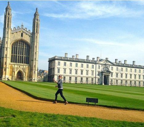 她说,这里和她以前的生活相比,简直完全就是另外一个世界。整个剑桥的贵族式的生活,让她完全改变。