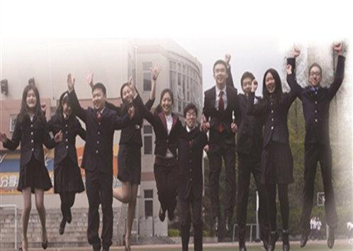 10名被國外高校錄取的南外學生接受媒體采訪。 記者吳俊