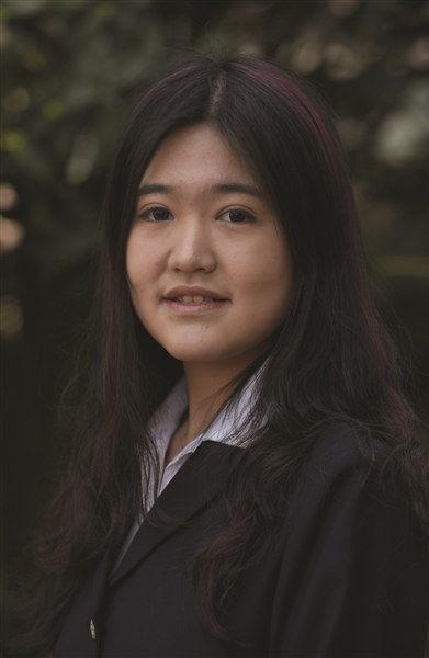 闯入神奇学校的南京少女