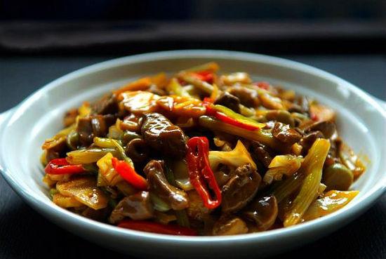 酸菜炒鸡杂