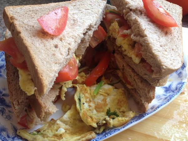 第四天早餐:面包配火腿煎蛋