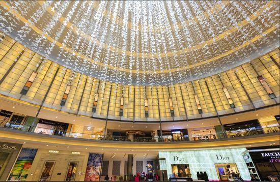在世界最大的商场阿联酋购物中心,有很多豪华的奢侈品专卖店