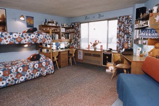 七十年代的新生宿舍看着也很漂亮。