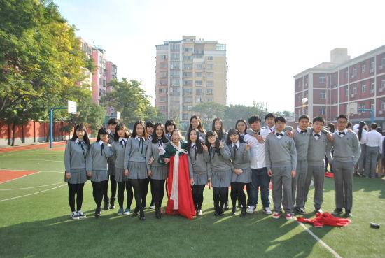 北京新桥外国语高中学校校服图片