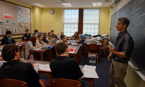 物价涨工资低 美高教师开学当天集体罢工-美国高中网