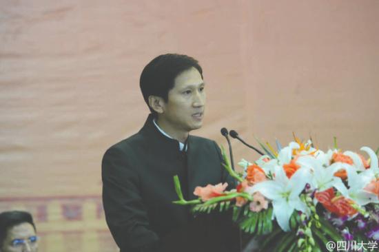 李平在川大开学典礼上发言 图据川大官方微博