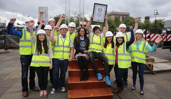 这群大三工程系学生建造了大桥。(网页截图)
