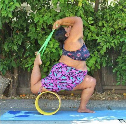 美柔软女胖子做高难度瑜伽动作走红网络