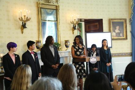 """两名华裔美高生获美国""""国家学生诗人奖""""-美国高中网"""