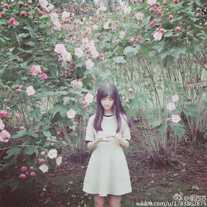 毕业于浙江师范大学的校花@谢四芯在微博晒出唯美写真