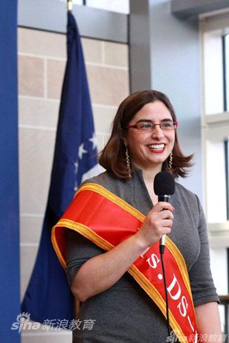 美国使馆签证处处长Nancy Abella介绍DS160表格的快速、便捷及环保特点