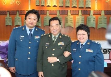 李双江(中)、韩红(右) (资料图)