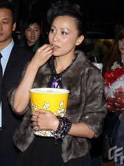 刘嘉玲贪吃爆米花