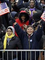 奥巴马支持者高举旗帜