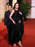 麦克道威尔黑裙优雅