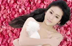颖儿:玫瑰花瓣中的情人节(图)