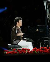 朗朗演奏钢琴