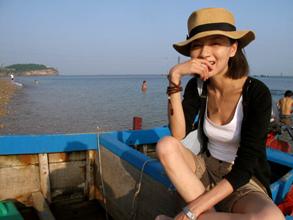 孙艺菲:漫步海滩时光