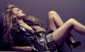 凯莉-米洛登杂志封面 大秀烈焰红唇