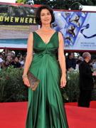 西娅姆-阿巴斯绿裙亮相