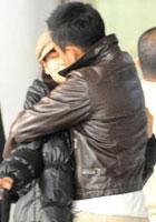 二人机场热吻