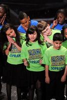 颁奖在孩子们的歌声中落幕