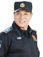 王超饰中队长