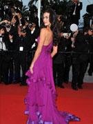 超模盖尔紫裙露美背