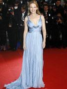 凯莉米洛低胸蓝裙