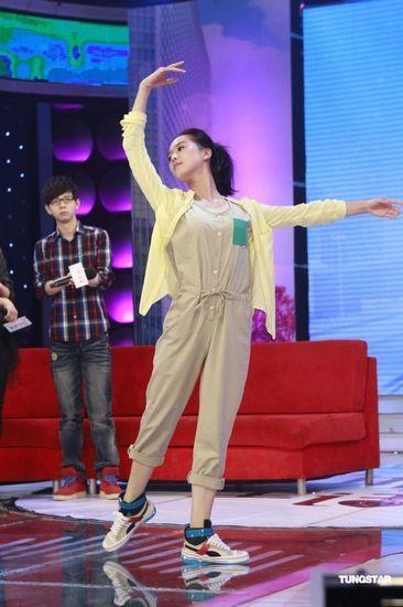 刘诗诗宣传《伤心童话》时秀舞姿