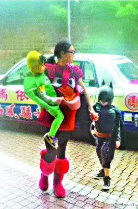 张柏芝和两个儿子万圣节装扮