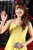 朴宝英黄裙鲜亮
