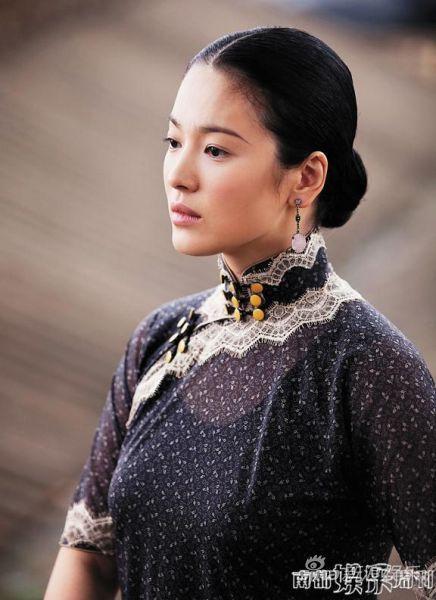 宋慧乔在剧照的旗袍样式,深具典型性。