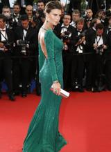 克劳迪娅绿裙美背