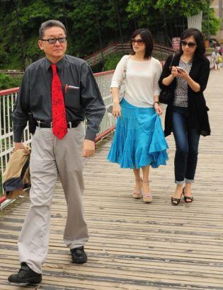 李敖与妻子王小屯、女儿李谌等外出